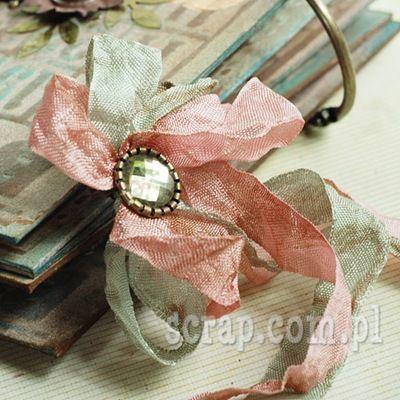 kwiat z wstążki vintage i ćwieka