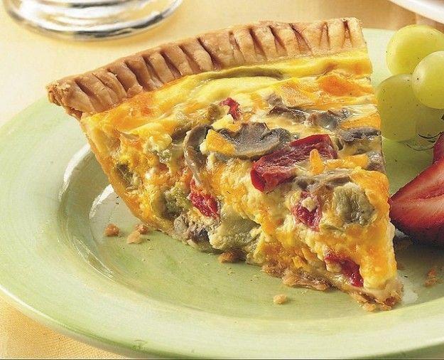 Quiche vegetariana con formaggio - Nell'immagine un'ottima quiche che unisce il sapore forte del formaggio con quello delicato delle verdure.