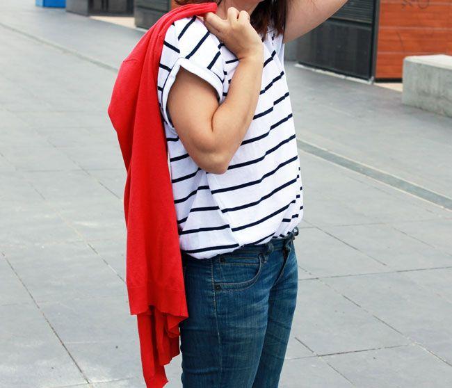 Pantalón acampanado Lev's de otras temporada, chaqueta de punto y salones rojos de otras temporadas de Stradivarius y Zara y camiseta de rayas marineras oversize de Zara SS15
