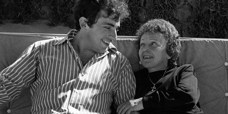 Un an jour pour jour avant sa mort, Edith Piaf épousait un jeune coiffeur grec de vingt ans son cadet, Théo Sarapo. Celui dont elle fit aussi un chanteur fut le dernier amour de sa vie.