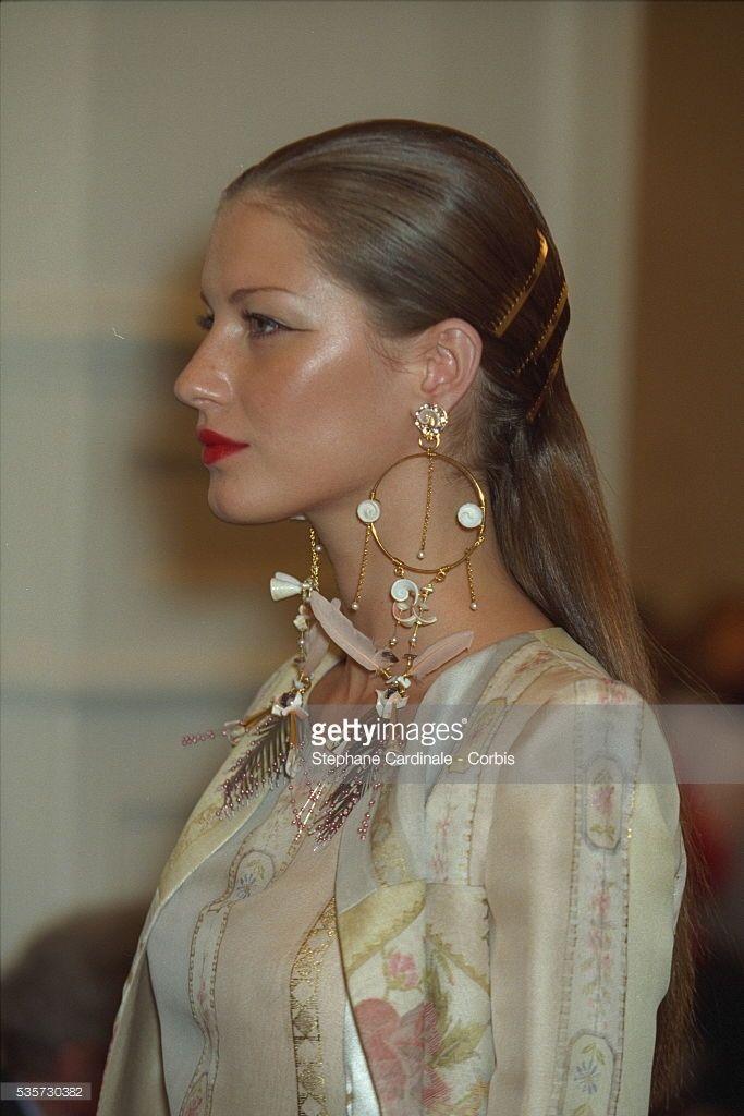 Giselle Bündchen   DESIGNER FASHION COLLECTION SPRING SUMMER 98
