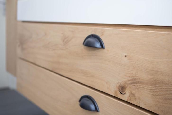 Te koop: Uniek handgemaakt eiken houten badkamermeubel 100 cm.
