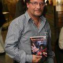 Espreite o meu perfil no Wattpad - eu sou Adriano Siqueira Nome: Adriano Siqueira  Cidade: Curitiba - PR País: Brasil E-mail: siqueira.adriano@gmail.com Sobre o autor Escritor, diagramador, designer gráfico, prefaciador, palestrante, fotógrafo, colecionador de livros, HQs, Filmes e tudo mais que existe sobre vampiros. Em 1996, começou a escrever contos de...