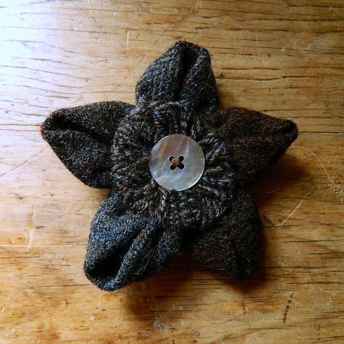 Large Harris Tweed Flower Brooch by Anneatcountrybazaar on Etsy