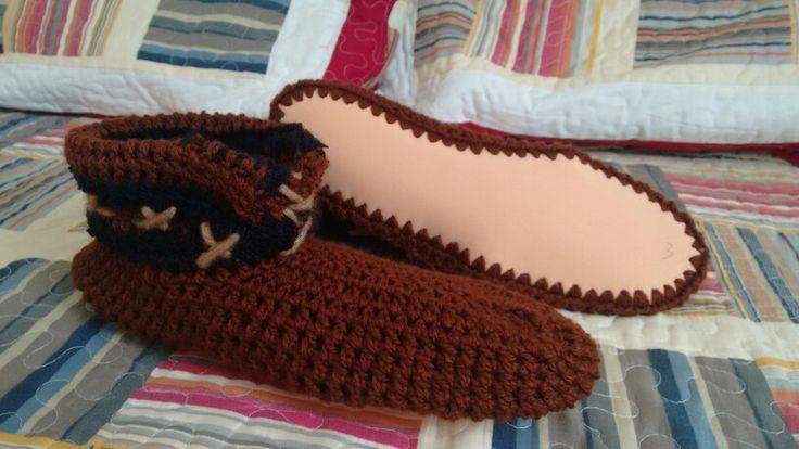 Pantuflas para hombre, crochet, cafe