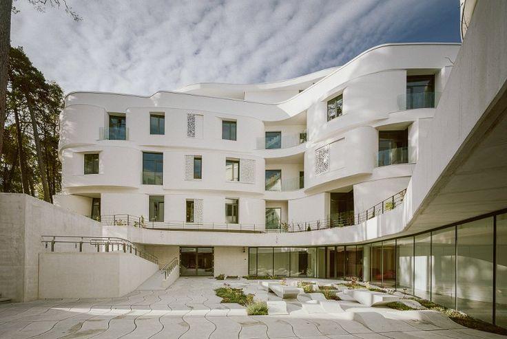 Вы можете посмотреть проекты домов и коттеджей на нашем сайте KADO KARIM