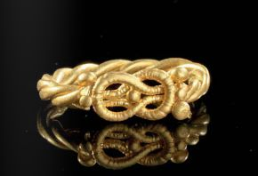 A gold ring with Herakles-Knot, Roman 1st century A.D.