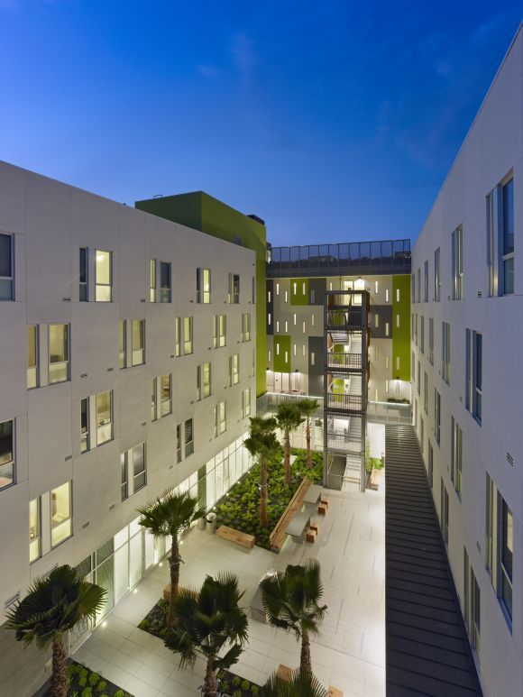 David Baker Architects Richardson Apartments Front Courtyard Courtyard Apartments Modern Courtyard
