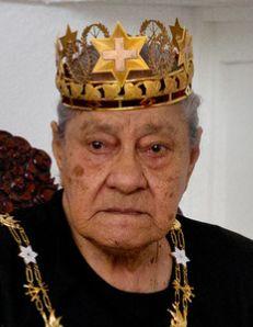† Halaevalu Mata'aho (90) 19-02-2017 Koningin-moeder Halaevalu Mata'aho van Tonga is zondag in een ziekenhuis in Auckland in Nieuw-Zeeland overleden. Dat hebben kleinkinderen van de koningin via sociale media laten weten, zo meldt onlinekrant Matangi Tonga. https://youtu.be/ipat5Y0KKcU