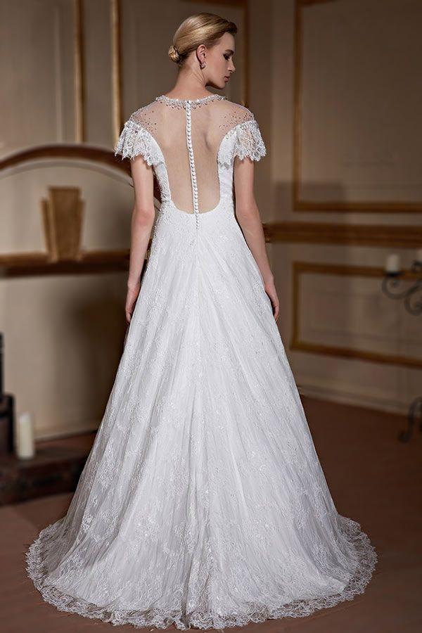 Robe de mariage princesse en dentelle délicate encolure illusion embellie de bijoux - Persun.fr