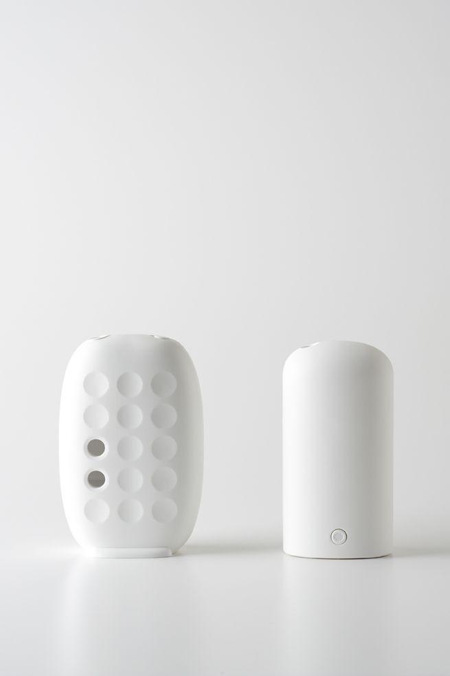 Air Freshner: minimalistic design and simple structure in pure white | homeware . Haushalt . ménage | Design: Nendo | Photo: Masayuki Hayashi |