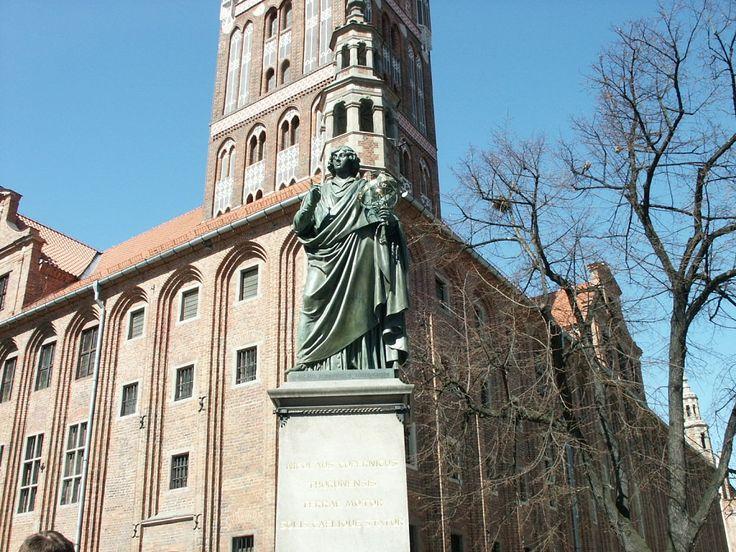A to najważniejsza postać w Toruniu, sam Mikołaj Kopernik.
