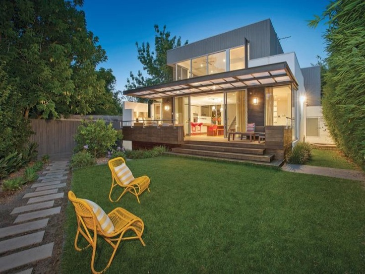 Back space - not my favourite professional shot which is why we have started our own blog at balwyn-real-estate.com.au with some of our own images.  This is a great entertaining space - I don't think we've ever used our front bedroom deck chairs out here!