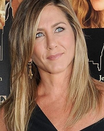 simplicity is key for jennifer anistons beauty look jennifer aniston wedding ringbring - Jennifer Aniston Wedding Ring