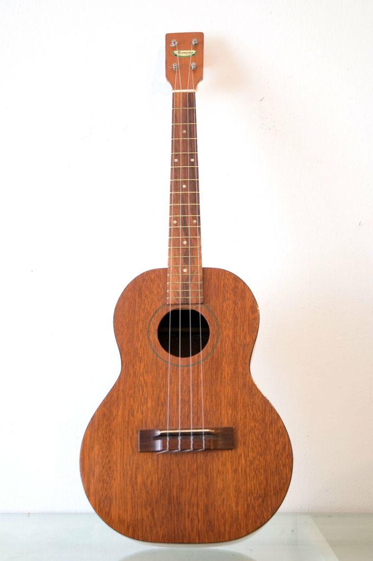 f2c7729bed2d3b39ba54adcab6da4b3e--martin-guitars-ukelele.jpg