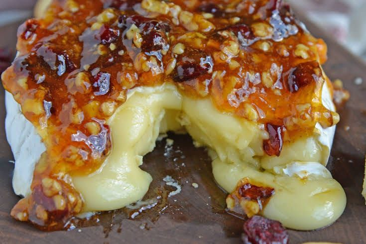 Apricot Cranberry Baked Brie Recipe In 2020 Baked Brie Recipes