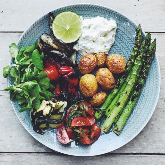 grillade grönsaker m tillbehör