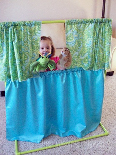 Thinking about turning Sams reading nook into a stage or puppet theater...