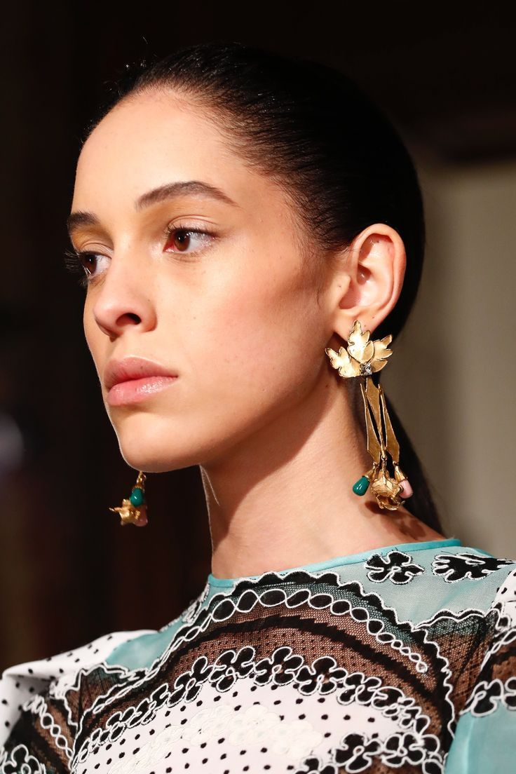 831d337f352 The complete Valentino Spring 2018 Couture fashion show now on Vogue Runway