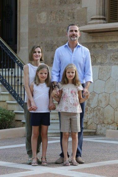 hiszpańska rodzina królewska - królowa Letizia, król Felipe VI, infantka Sofia i infantka Leonor