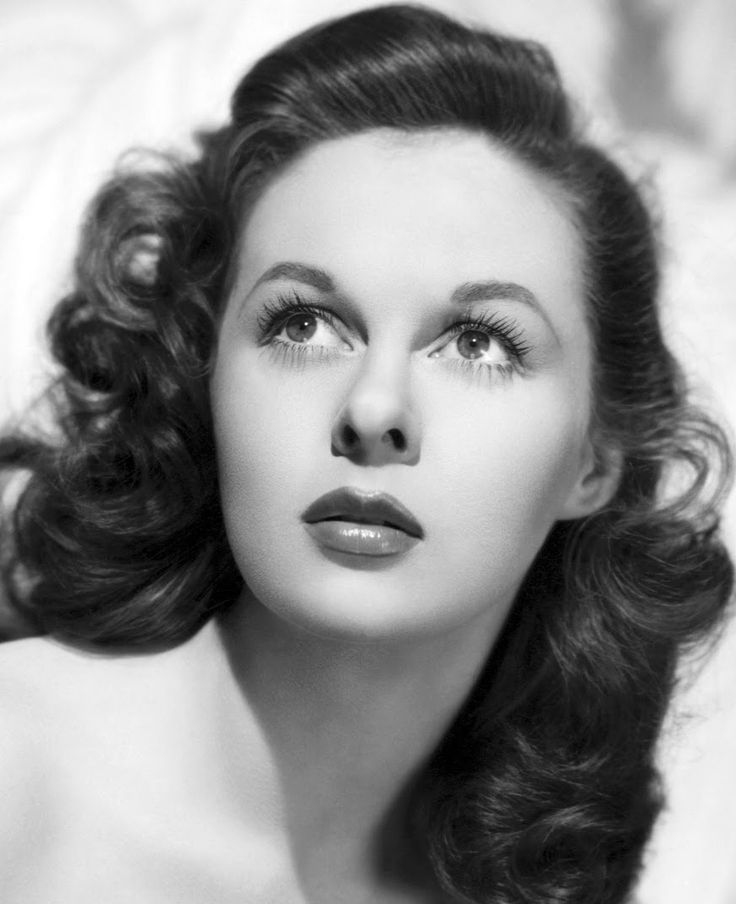 Susan Hayward (1940's). Still have a huge crush ♡ on this underrated jewel. My wife curiously, has started to grow her hair out..