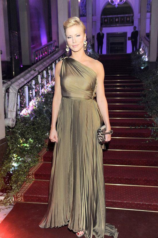 Anita Werner, złota suknia
