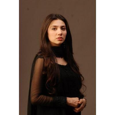 Mahira Khan Beautiful looking in Black dress