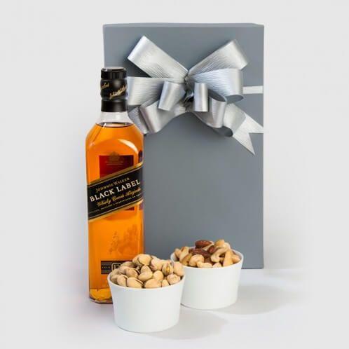 Regalos de navidad con whiskey y nueces