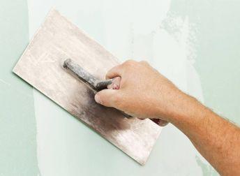 Comment appliquer un enduit lissage sur mur ?