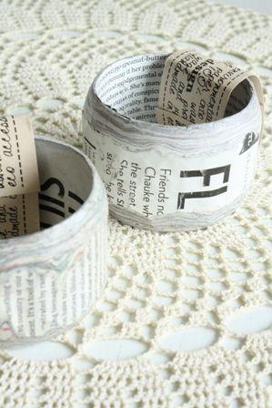 #upcycle #newspaper Grote gave armband gemaakt van stroken oude kranten. Hierdoor is elke armband uniek en heeft een andere opdruk van tekst.  5 cm breed en ø 7 cm. €13,50