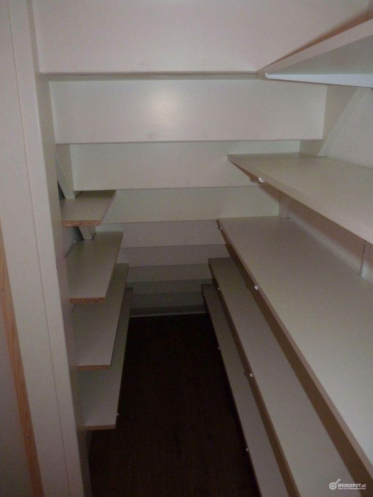 17 beste idee n over kast onder de trap op pinterest onder de trap opslag schappen onder trap - Hoe dicht een open keuken ...