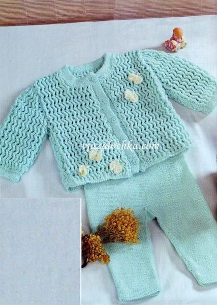 Вязаный крючком костюм малышу