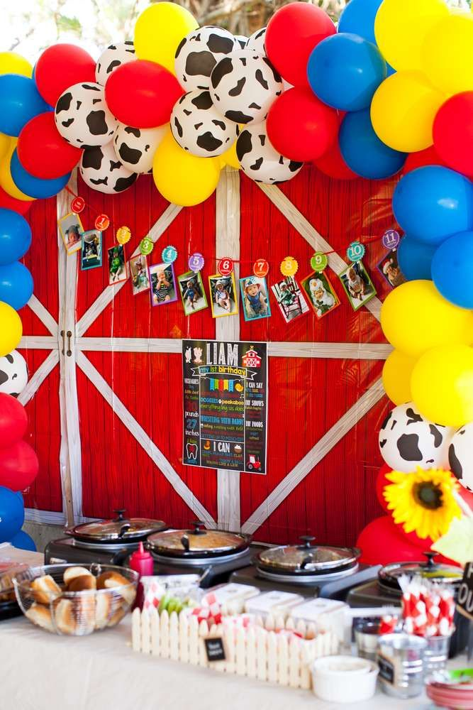 Check Out The Great Farm Themed 1st Birthday Party Barn Backdrop Is So Cool