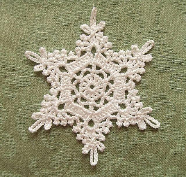 beautiful crochet snowflake - no pattern