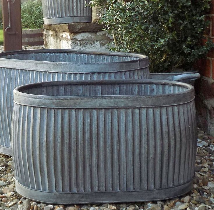 17 best images about garden planters pots metal on for Oval garden tub