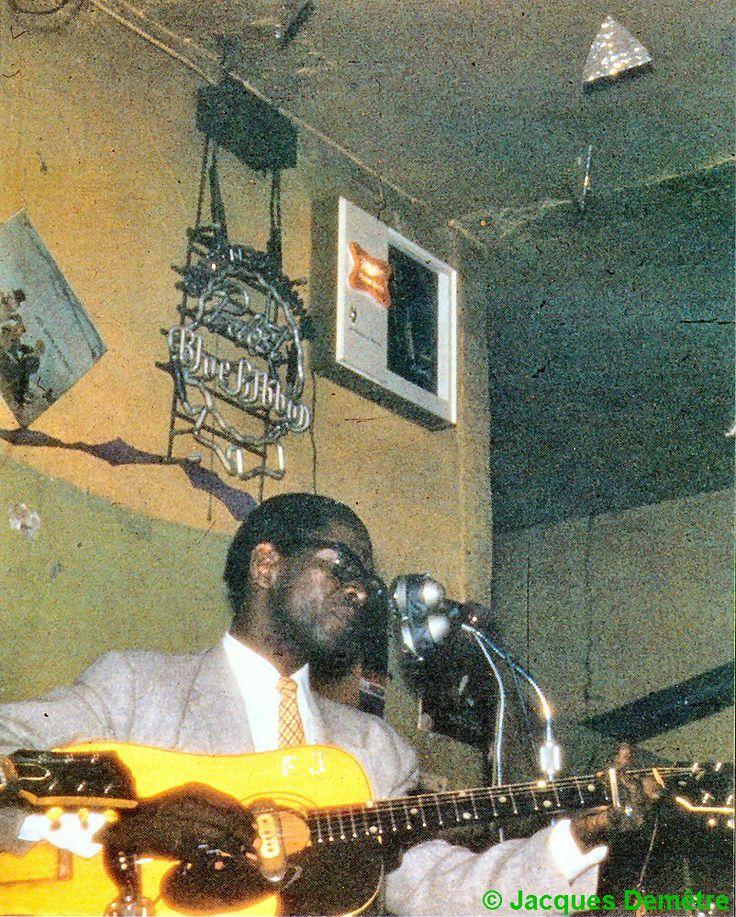 Elmore James at Charlie's Lounge, 1811 West Roosevelt Road, Chicago, 1959; source: Les Génies du Blues, Volume 3.- Paris (Editions Atlas) 1992, p. 38; photographer: Jacques Demêtre