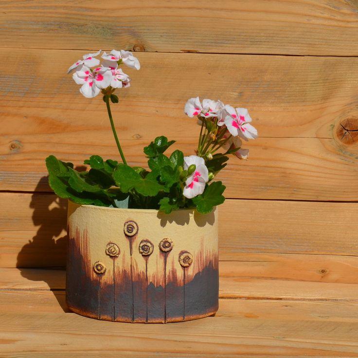Květináč+(obal)+na+bylinky+Květináček+je+do+oválku+,+lépe+pasuje+na+parapet +rozměr+14,5+x+11+ cm+,+výška+10,5