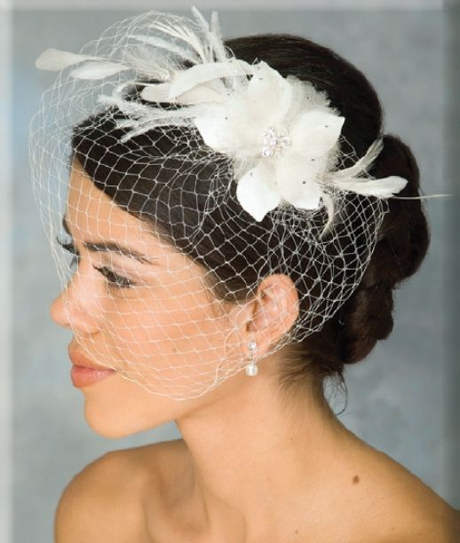 Ansonia Bridal 7714 Birdcage veil with Flowers and Feathers: Inspiration @Ariana Engvig