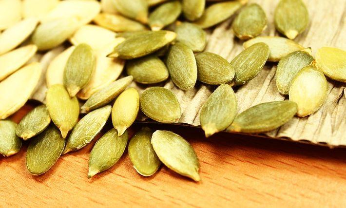 Semințele de dovleac crude, spirulina, semințele de susan, bananele, curmalele uscate crude, semințele de floarea-soarelui, hreanul, cacaua