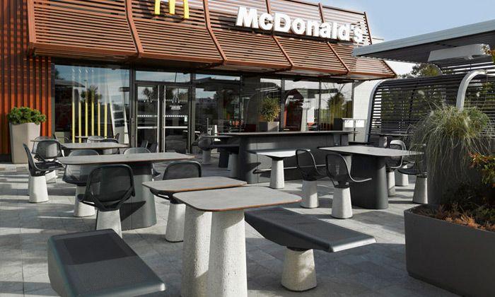 McDonald's přechází na speciální venkovní nábytek