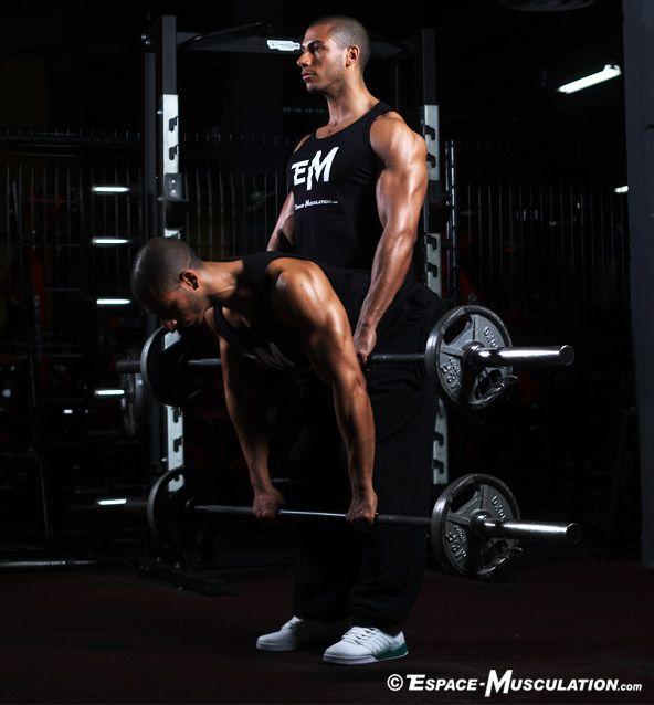 Soulevé de terre jambes tendues pour travailler tous les muscles du corps. #musculation #exercice #bodybuilding #workout #fitness #exercise