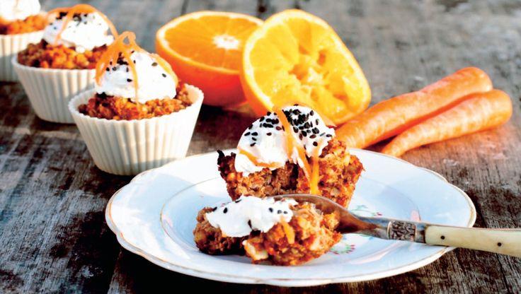 """Skønne muffins, som forsyner dig med masser af nyttige næringsstoffer. Opskriften er fra """"Kolesterolkogebogen – Spis dig til blodsukker og kolesterol i balance"""" af Anette Harbech Olesen"""