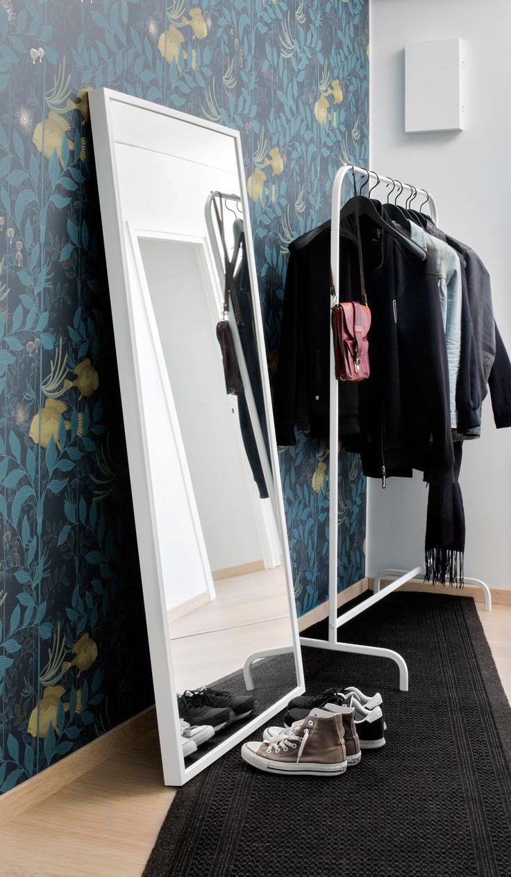 Kuramatto - eteisen pakollinen paha vai huomion herättäjä? Metritavarasta mattoveitsellä leikkaamalla saat tilaan sopivan, persoonallisen maton.