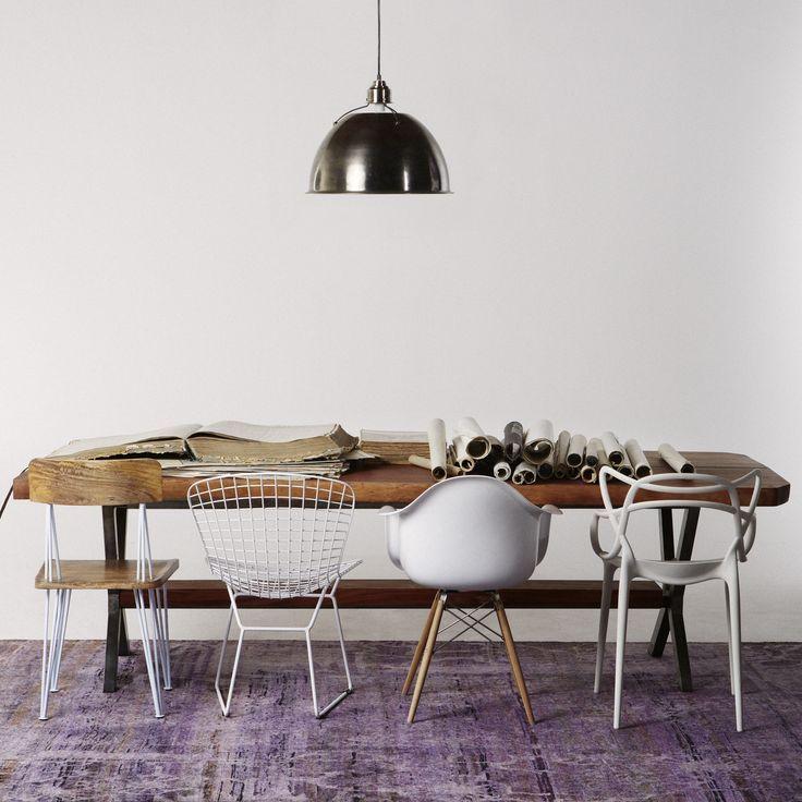 La nouvelles tendances dans la salle à manger c'est d'avoir des chaises disparates!