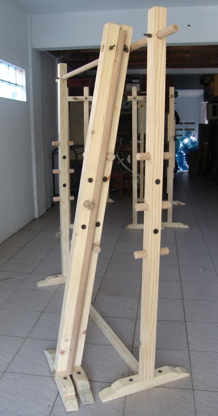 standing hanger 1