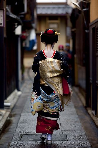 I miss the sight of women in their beautiful kimonos. These can cost $100000