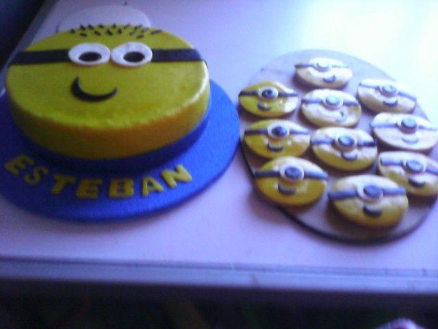 Torta y galletas de minions