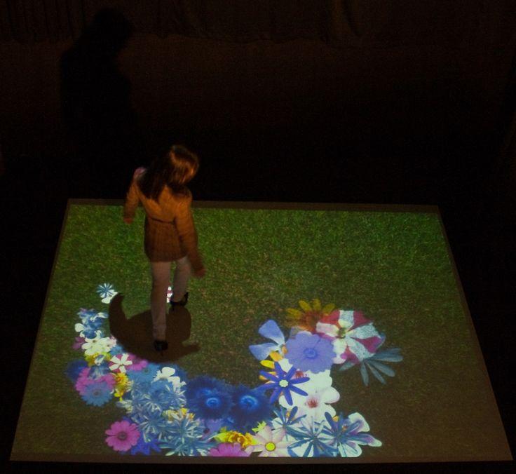 Pavimento interattivo Vimage, scenario prato fiorito