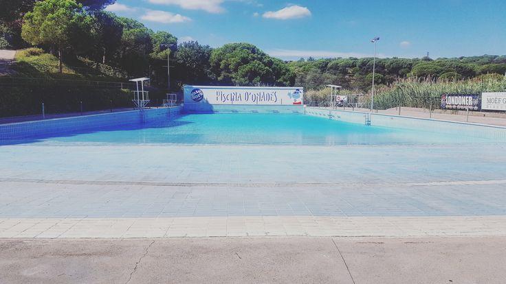 A #Waterworldlloret ja hem començat amb les tasques de manteniment per tenir-ho tot perfecte per la propera temporada. Que us sembla la piscina d'onades mig buida??   #waterpark #LloretdeMar #viulloret #costabrava