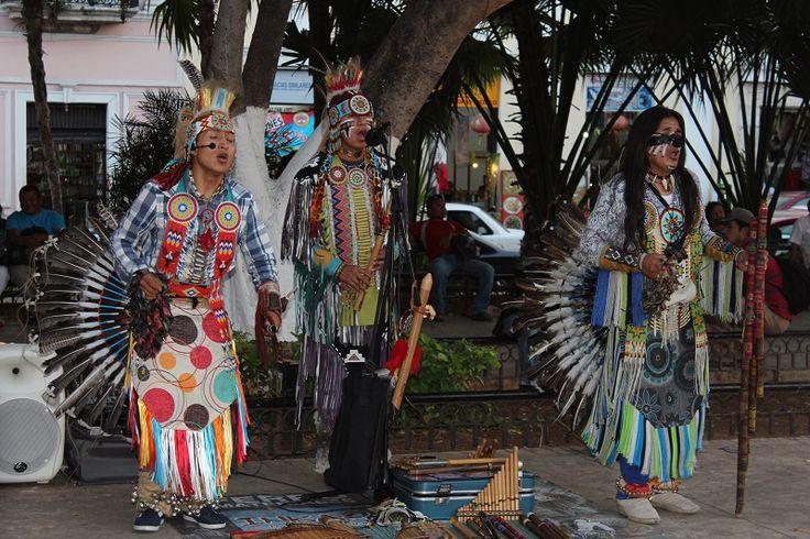 Indianermusik på Plaza de la Indepencia, Merida.